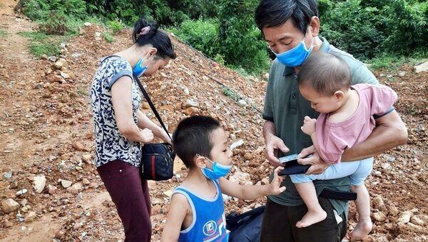 Gia đình nhập cảnh trái phép vào Việt Nam. - Sputnik Việt Nam