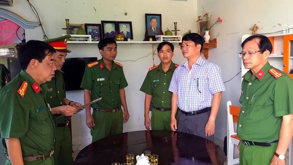 Cơ quan CSĐT đọc lệnh bắt giam ông Trần Trường Sơn. - Sputnik Việt Nam
