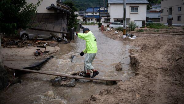 Đường bị ngập lụt sau những trận mưa lớn ở Nhật Bản - Sputnik Việt Nam
