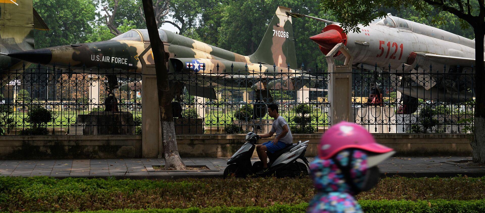 Máy bay chiến đấu F-5 và MiG-21 tại Bảo tàng Quân đội tại Hà Nội - Sputnik Việt Nam, 1920, 08.07.2020