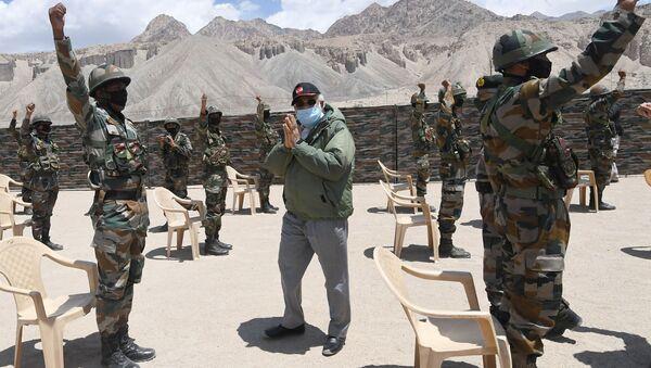 Kiểm tra của Thủ tướng Ấn Độ Narendra Modi tại khu vực xung đột ở biên giới với Trung Quốc - Sputnik Việt Nam