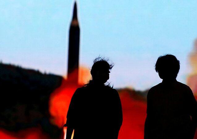 Phóng tên lửa.