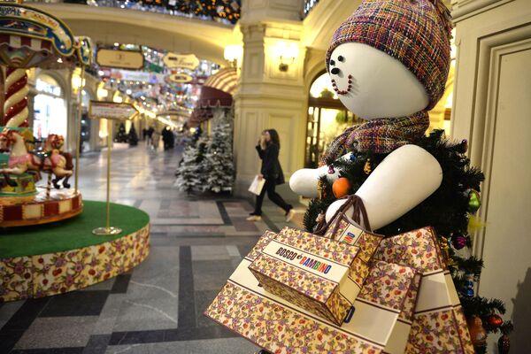 Trang trí mừng năm mới của cửa hàng GUM, Moskva. - Sputnik Việt Nam
