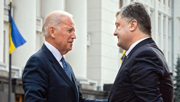 Joe Biden và Pyotr Poroshenko - Sputnik Việt Nam