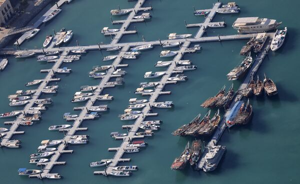 Tàu thuyền neo đậu tại bến cảng Dubai, Các Tiểu vương quốc Ả Rập thống nhất (UAE) - Sputnik Việt Nam