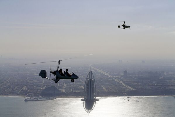 Tàu lượn trên bầu trời Dubai trong thời gian World Air Games 2015 - Sputnik Việt Nam