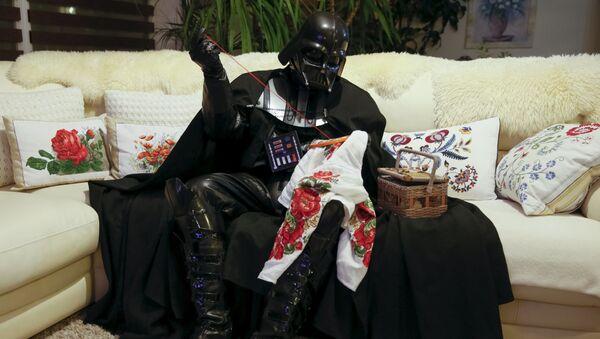 Darth Vader Nikolaevich thêu trong căn hộ của mình ở Odessa - Sputnik Việt Nam