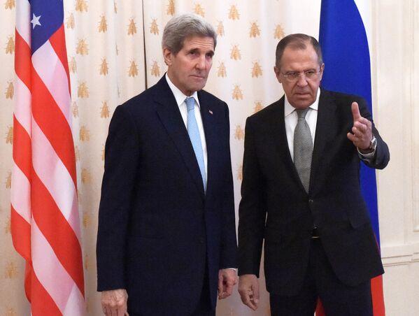 Ngoại trưởng John Kerry và Ngoại trưởng Nga Sergei Lavrov trong một cuộc họp ở Moskva - Sputnik Việt Nam