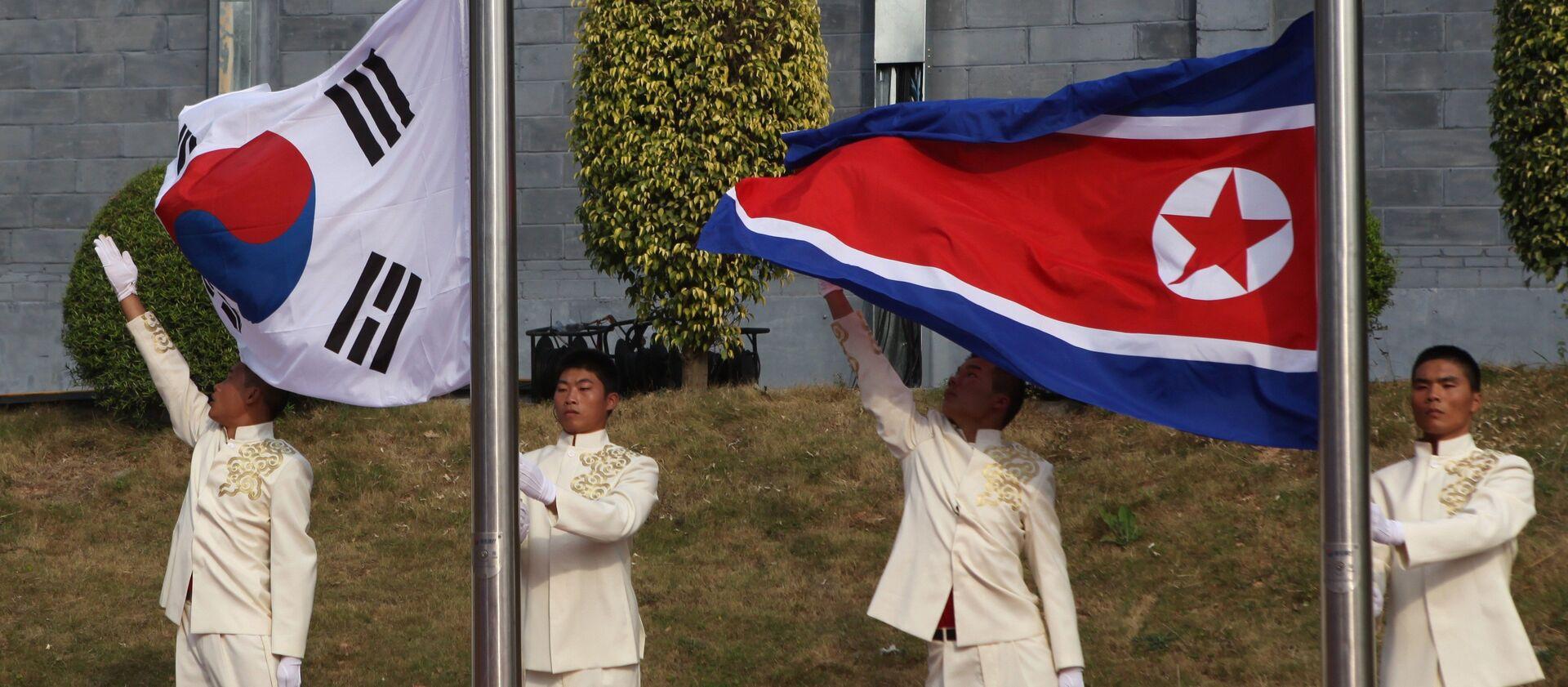 Các quốc kỳ của Hàn Quốc và Trung Quốc  - Sputnik Việt Nam, 1920, 05.08.2021