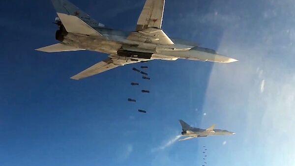Máy bay ném bom Tu-22 của Không quân Nga không kích vào các cứ điểm khủng bố IS ở Syria - Sputnik Việt Nam