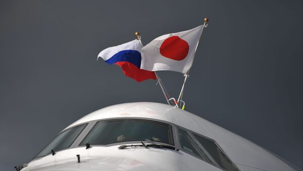 Các quốc kỳ Nga và Nhật Bản - Sputnik Việt Nam