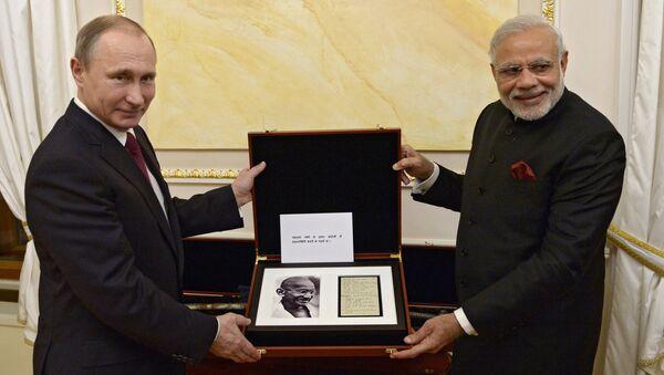 Ông Putin tặng ông Modi một trang từ nhật ký của Gandhi và thanh kiếm thế kỷ 18 - Sputnik Việt Nam
